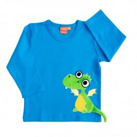 Blå långärmad barntröja med en grön drake som har gula vingar och en svans som sticker ut.