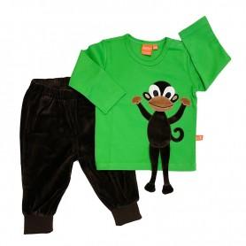 Matchande klädset för barn. Grön tröja med apa samt bruna velourbyxor.
