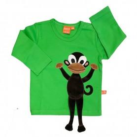 Grön barntröja med lång ärm. Applikationen med apan Doris har ben som sticker ut.