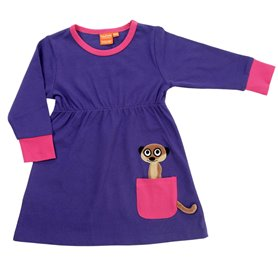 Lila klänning med surikat