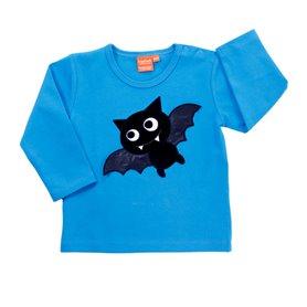 blå tröja med fladdermus